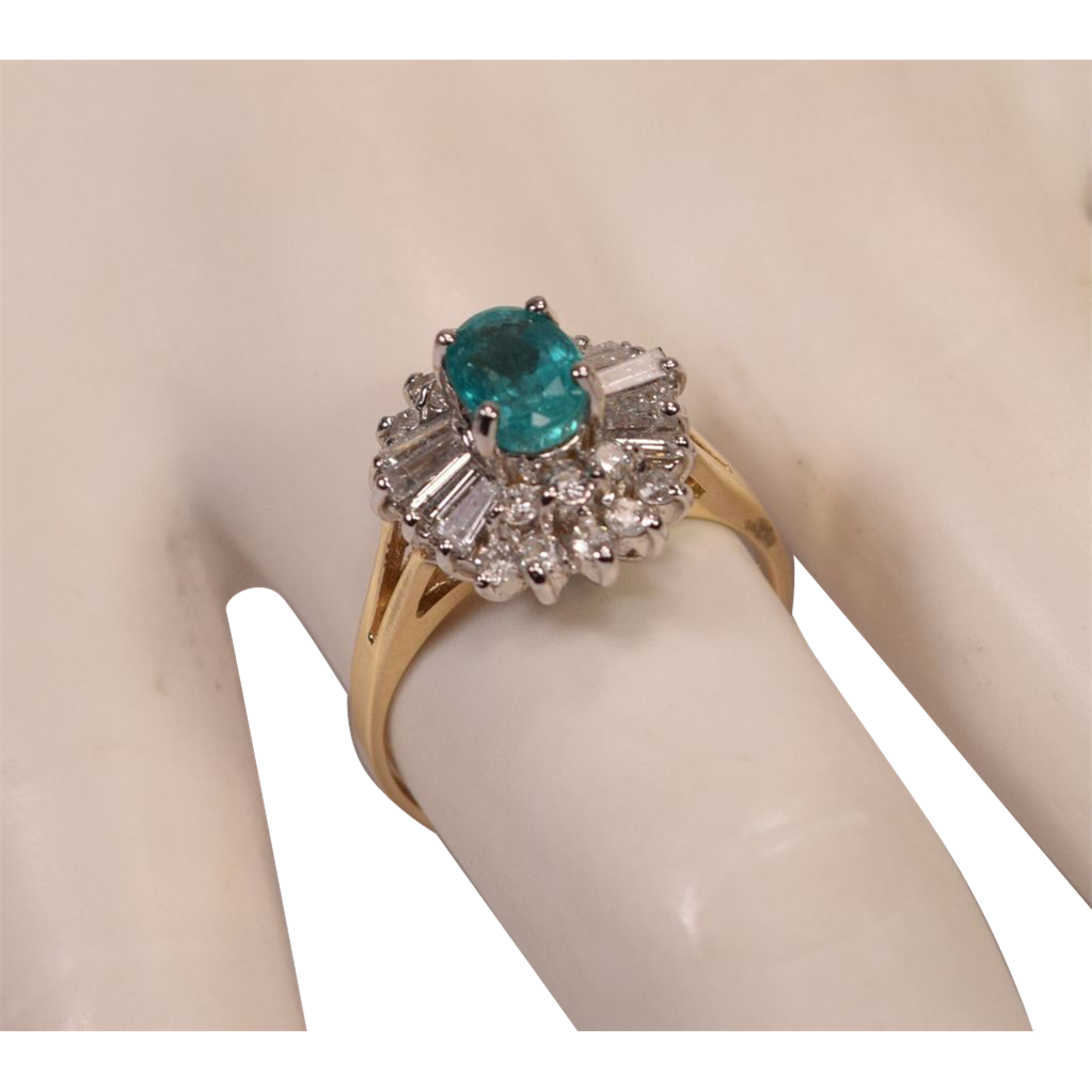 beautiful emerald and diamonds 14k white gold ring from