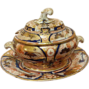 An Early 19th Century Coalport Imari Patterned Sauce Tureen, Lid and Stand