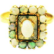 Unique Vintage Australian Opal  Ring in 18KT Yellow Gold