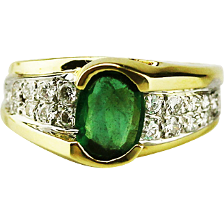 Modern Natural Colombian Emerald and Diamond 14KT Yellow Gold Ring