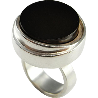 Unisex Onyx Sterling Silver Ring Circle Geometric Ring Mid Century Modernist Jewelry 1950s 1960s 1970s Ring Space Statement Boho Star Trek