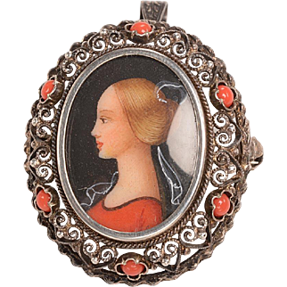 Hand Painted Oil Portrait Brooch: Medieval design
