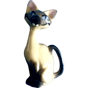 Hagen Renaker Walt Disney's Lady & The Tramp Disney Siamese Cat, AM  #5010 (facing left tail) 1955-1959