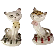 Vintage Cats on Pillows Salt & Pepper Shakers Souvenirs Biloxi Mississippi Japan Figurines