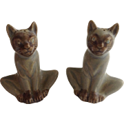 Vintage Rosemeade Siamese Cat Salt & Pepper Shakers North Dakota Pottery Figurines