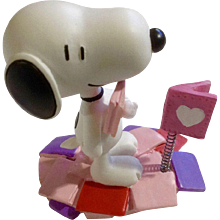 Rare Discontinued Valentine Love Notes Ultimate Snoopy Hand Painted Danbury Mint Miniature Figurine
