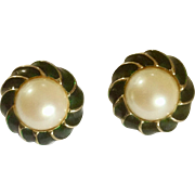 """Vintage 1970s Donald Stannard Designer Clip-on Earrings Emerald Green, Faux Pearl and Gold Tone Costume Jewelry 1-1/8"""""""