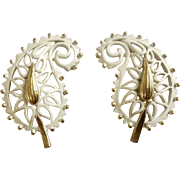 White Enamel on Gold Tone Leaf Paisley Filigree Screw Back Clip-on Earrings Costume Jewelry