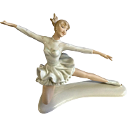 Wallendorf Germany Porcelain Lady Ice Figure Skater Figurine 1764 One Missing Finger