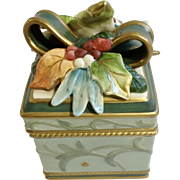 Fitz and Floyd FF Clairmont Pattern Lidded Trinket Box Package Ceramic Christmas Present Box #19/1342