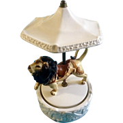 "Quon-Quon Music Box Lion Cat under an umbrella Carousel Japan Plays, ""Music Box Dancer"" MCLL XXX Vintage 1980"
