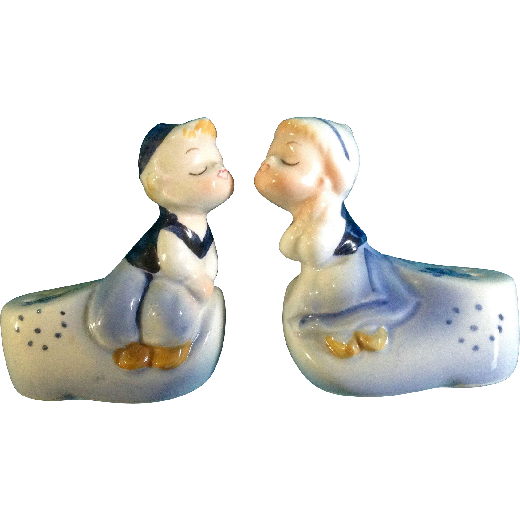 salt  pepper shakers dutch boy kissing girl by adriane made in  - salt  pepper shakers dutch boy kissing girl by adriane made in japane retro midcentury vintage hand painted