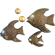 Fish Chalkware Plaques Wall Decor Vintage Mid - Century Rhinestone Eyes Speckled Painted Wall Decor