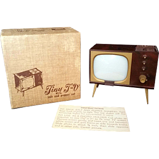 Retro Plastic Tiny TV Salt and Pepper Shaker 1940's Mid Century
