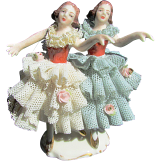 VINTAGE DRESDEN PORCELAIN FIGURINE TWO BALLERINAS IN LACE RUFFLE DRESSES