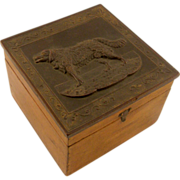 Dog motif gutta-percha collar box