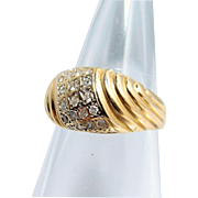 Attractive 18K solid gold fluted ring with 24 round-cut small diamonds, stamped French gold bridal band