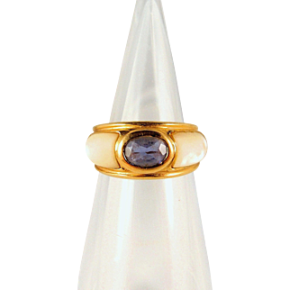 French Art Deco Iolite ring in 18K stamped solid gold enhanced with lustrous nacre plaques