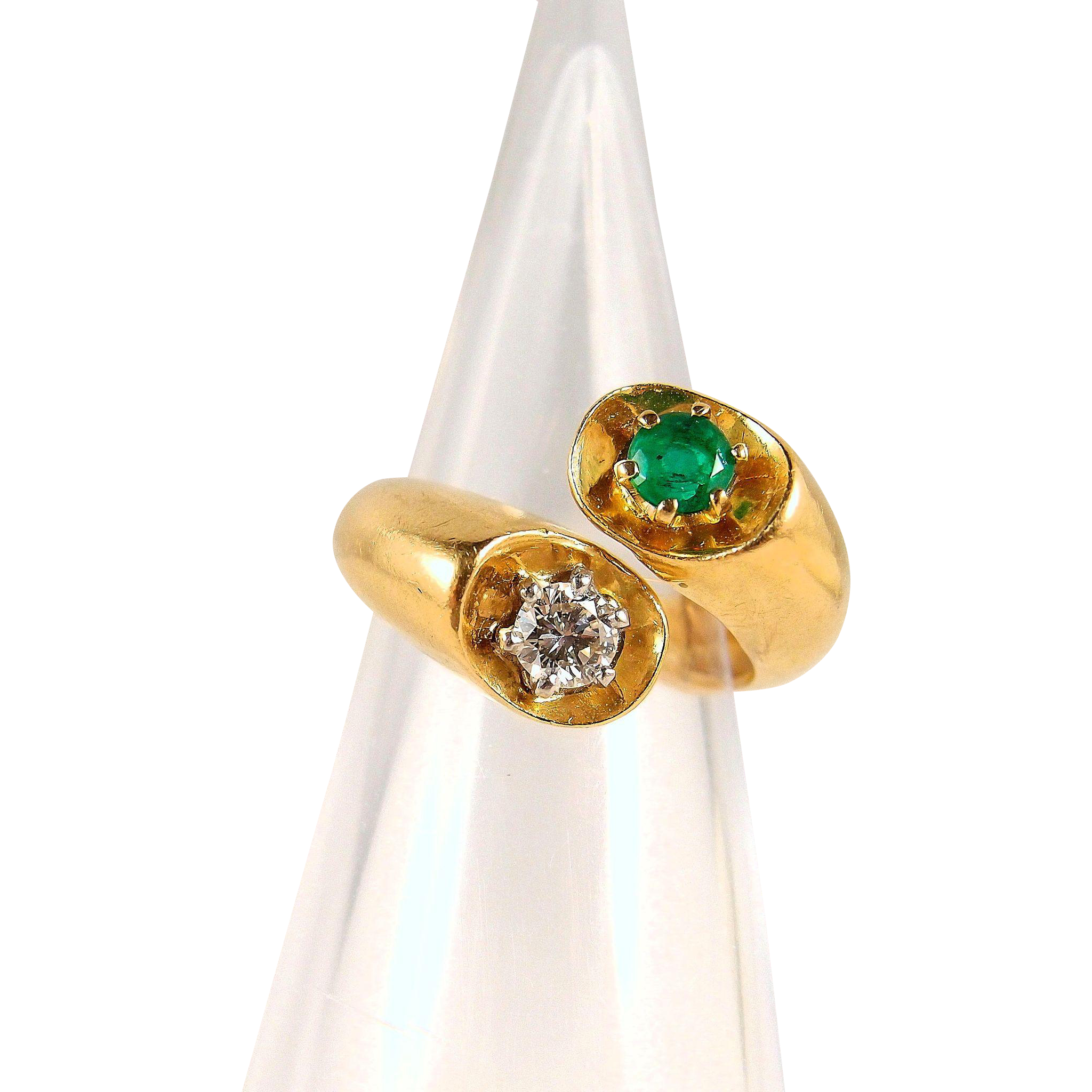 ring diamond white bishop winsor rings emeral emerald gold cluster and