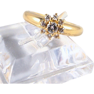 Outstanding quality round cut diamonds and 18K solid gold daisy style ring, stamped fine vintage gold band