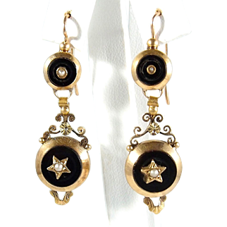 Superb dangling earrings Napoléonic era stamped 18K French gold jewelry Onyx and demi pearl