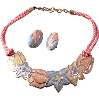 Book Piece Monet Plate Style Collar Necklace and Pierced Earrings