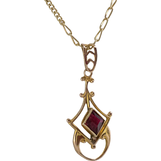 10K Yellow Gold   Synthetic Ruby Pendant