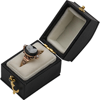 Mid-Victorian Antique | 14K Rose Gold | Black & White Hard Stone Cameo Ring Size-6