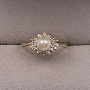 14K Yellow Gold   Cultured Pearl & Diamond Ring    Size 7-1/4