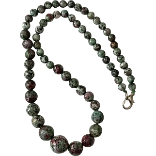 Beautiful Faceted Ruby Zoisite Gemstone   Graduated Bead Necklace