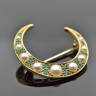 Illuminating 14k yellow gold antique victorian  green emerald crescent moon