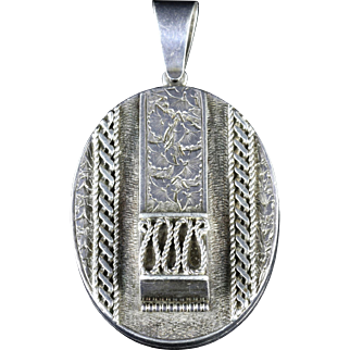 Antique Victorian Silver Locket Circa 1900 Engraved Ivy