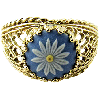 Vintage 14 Karat Yellow Gold Wedgwood Daisy Ring Size 7.5