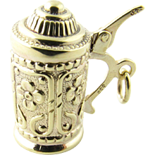 Vintage 8 Karat Yellow Gold Beer Stein Charm