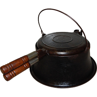 Wagner Cast Iron 1910 No. 8 Waffle Maker with Tall Base