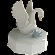 Otagiri Japan Music Box Somewhere Over the Rainbow Porcelain Swan