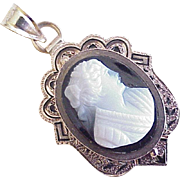 Victorian Hard Stone Cameo Pendant Taille d'Epargne
