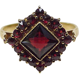Gorgeous Bohemian Garnet Vintage Ring 14K Gold circa 1940's