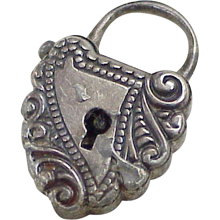 Edwardian Mechanical Ornate Puffy Heart Lock Charm