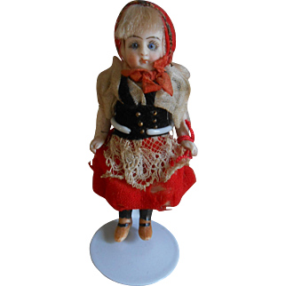 ***miniature / mignonette ****Little red riding hood***doll. 3,6 inches.