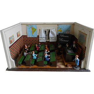 **Back in time !** Complete German doll house School..approx 1900-1920