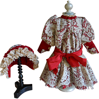 ***Wonderful creme/dark red dress with a matching hat***