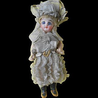Wonderful mignonette doll, made by kestner, original clothes !****