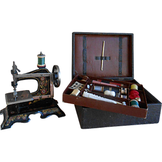 **A sewing machine including a sewing box with accessories.approx 1900-1910