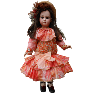 **An amazing Dress made of natural silk**suitable for a doll of 28 inches.