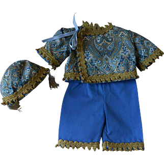 **Beautiful clothes for an Oriental character doll**