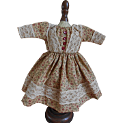 **A lovely floral small dress, nicely made !**