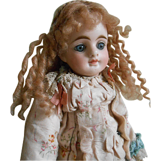**Wonderful gold blonde mohair wig for your small doll***
