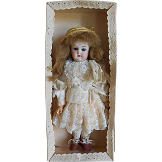 ***Stunning jointed 13,2 inches  cabinet size doll, open/closed mouth in the original box***