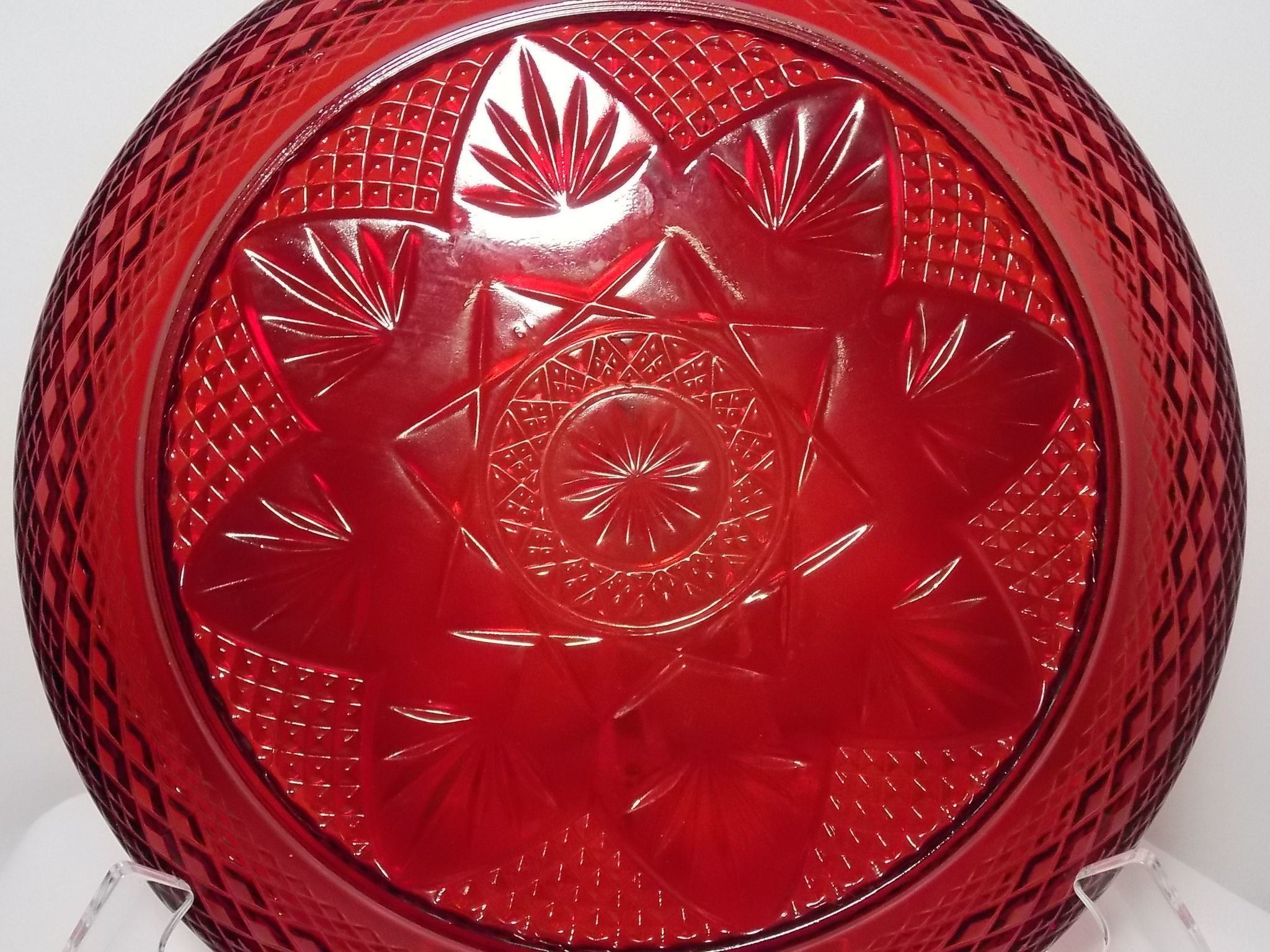 Vintage cristal d 39 arques durand ruby red dinner plates for Arc decoration arques